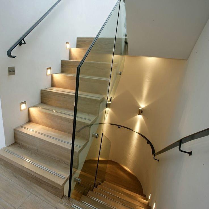 Квадратные светильники для подсветки ступеней