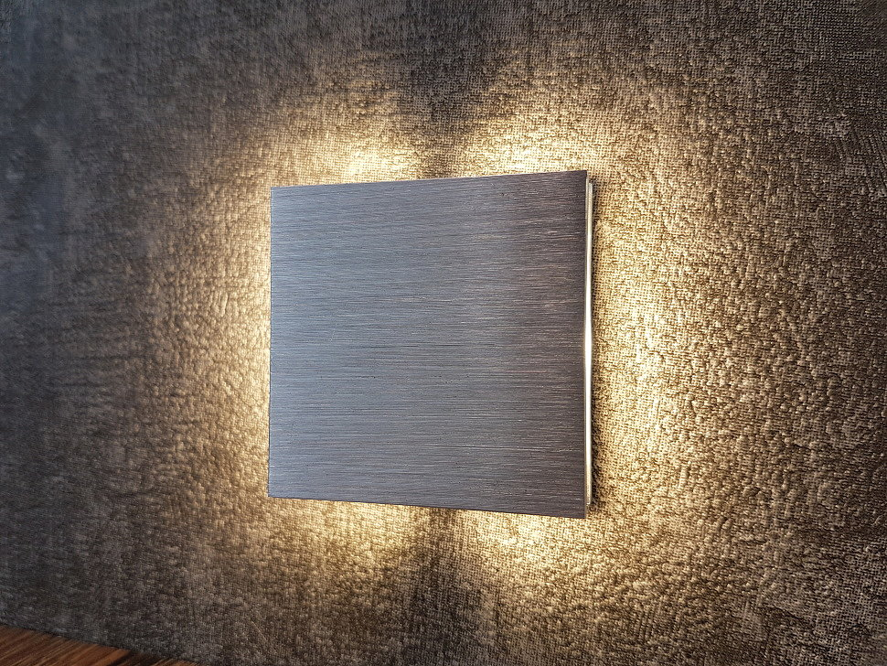 Квадратный светильник для подсветки ступеней