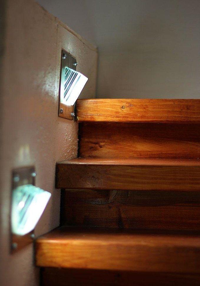 Светильники для подсветки ступеней лестницы