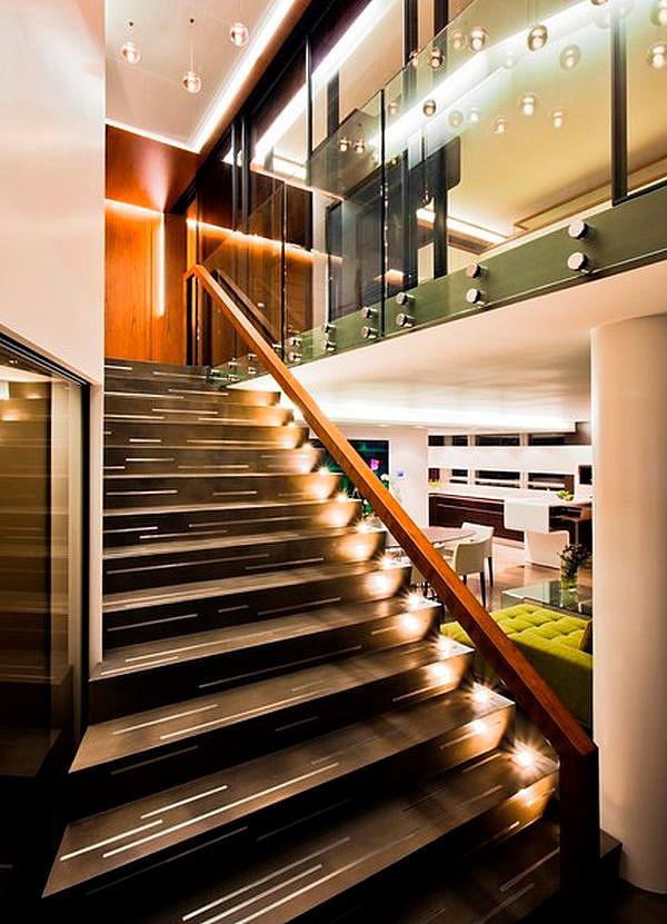Встроенные в лестницу светильники