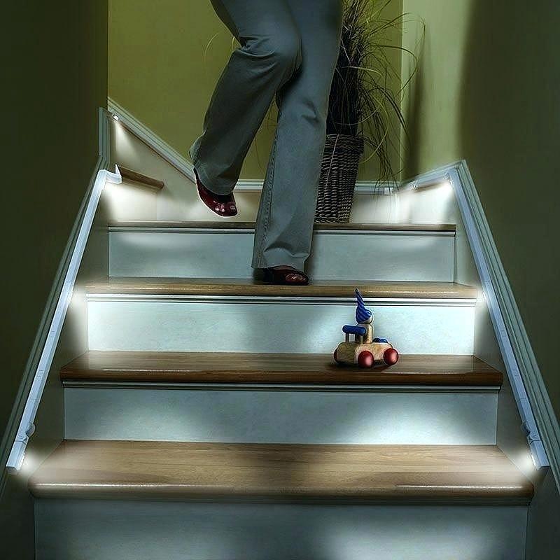 Встраиваемый профиль для подсветки ступеней лестницы