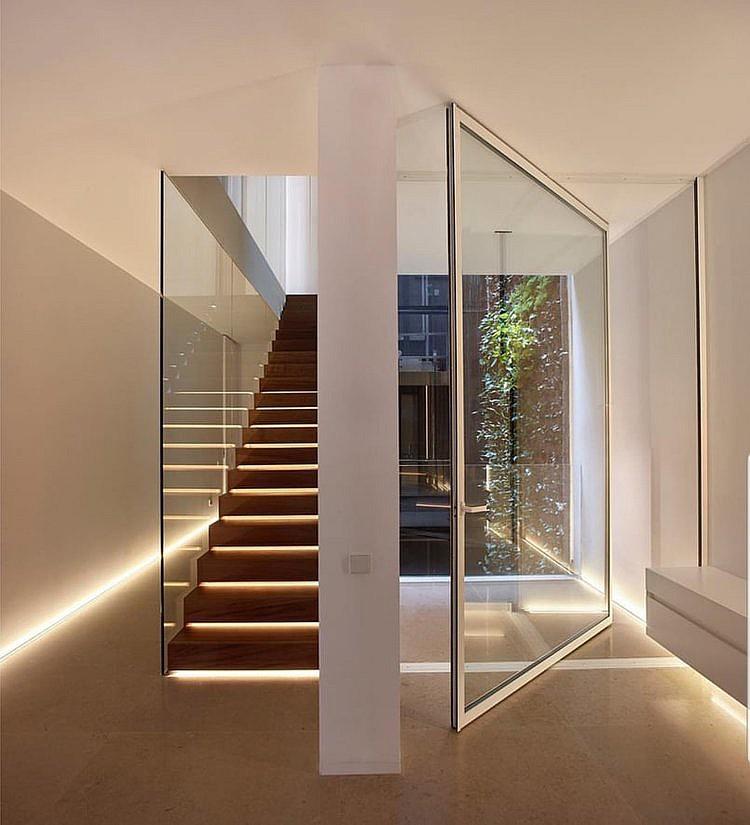 Светодиодная подсветка ступеней лестницы