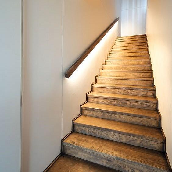 Подсветка лестницы из перил