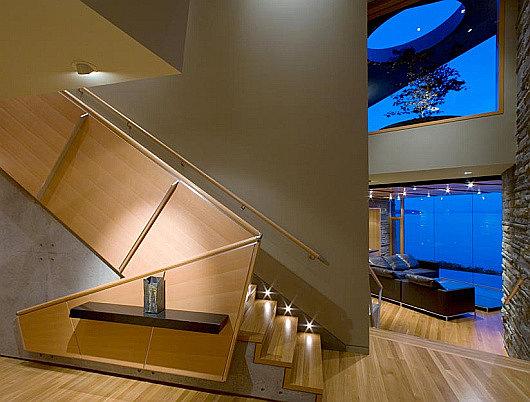 Светильники на лестницу