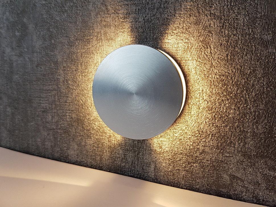 Круглый светильник для подсветки лестницы