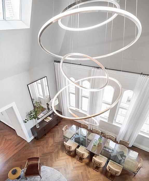 Люстры для лестницы