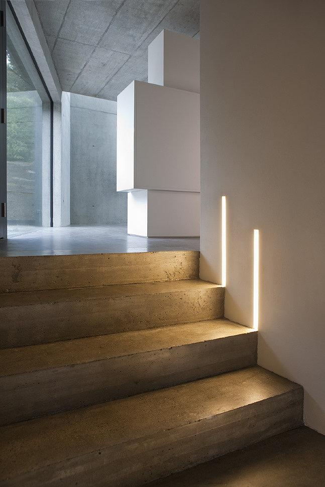 Профильный светильник подсветка лестницы