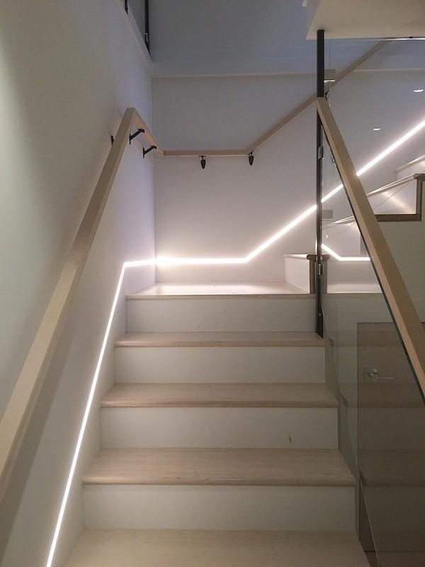 Светодиодная лента для подсветки лестницы