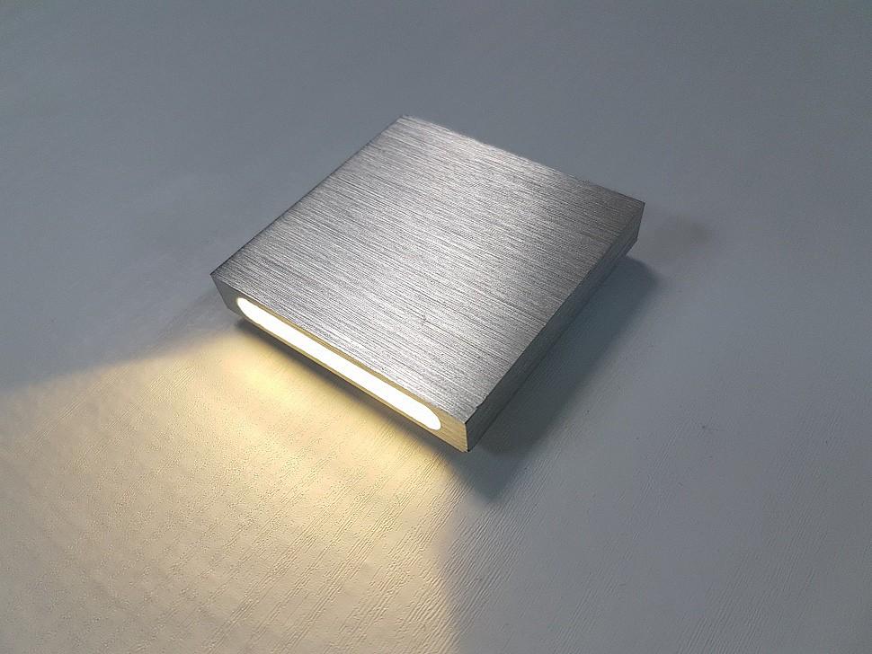 Накладной светильник для подсветки лестницы
